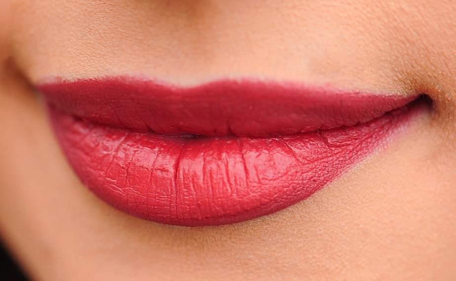 להזדקק לעיבוי שפתיים?