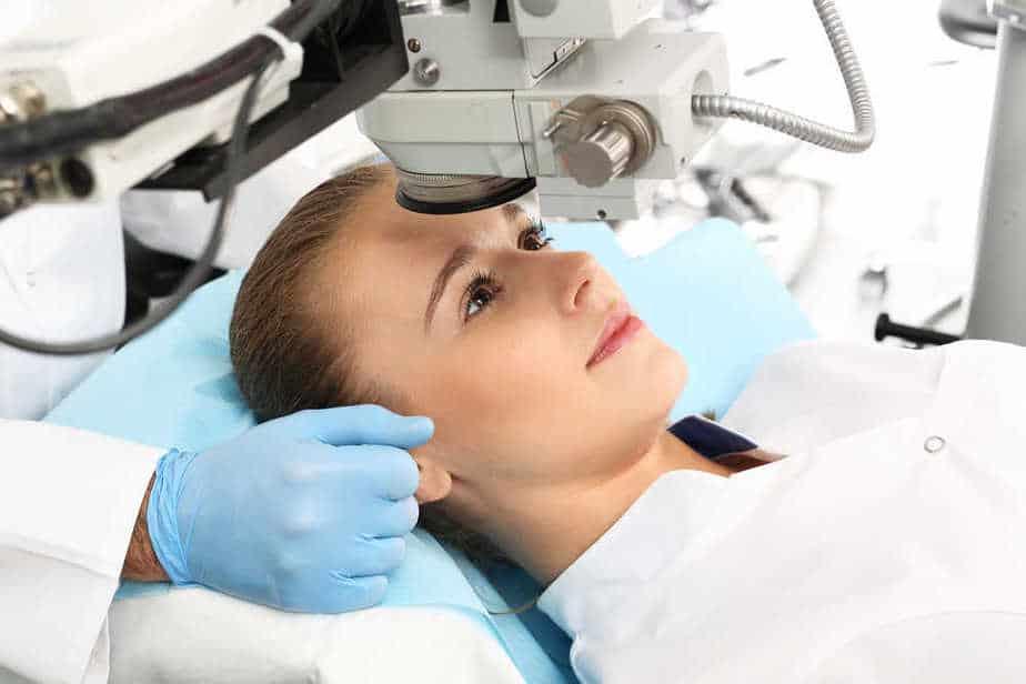 ניתוח הסרת משקפיים בלייזר